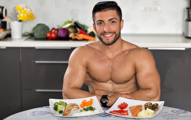 bodybuilders in the kitchen with meals